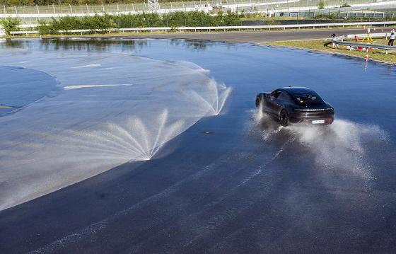 Porsche Taycan drift record 20 baan