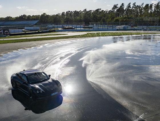 Porsche Taycan drift record 20 neus